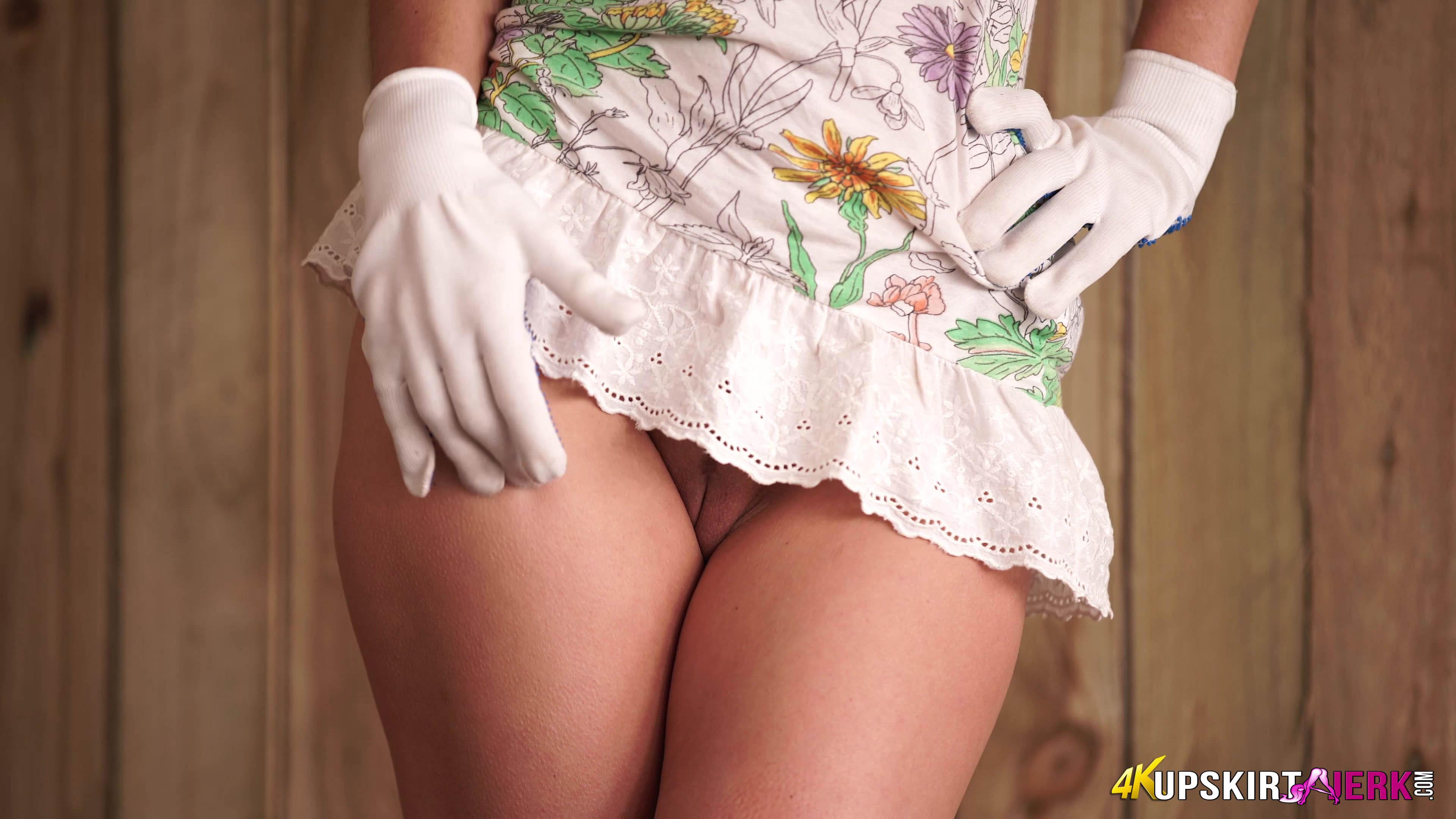 Трусы под платьем, Под юбкой без трусов видео - смотретьроликов онлайн 4 фотография